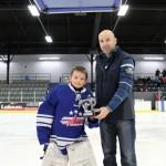 Atome B: Trophée au gardien du tournoi  Alexis Dubé de la Vallée, commandite MaticSolutions Matane, remis par M. Martin Simard, président Hockey Matane
