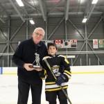 Atome A: Trophée joueur du tournoi Maçonnerie M.B. remis à Alexandre Bérubé,commandite Le Lounge remis par M. Denis Labrie, Hockey Matane