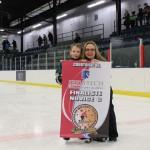 Novice C: Équipe finaliste :Familiprix de la Vallée, commandite de Servitech Inc, remise par Mme Valérie Simard, vice-présidente Hockey Matane