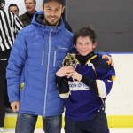 Atome B: Joueur par excellence: Dylan Gagnon, Accès-Pharma Matane, commandite École de Hockey Sport Performance, remis par Éric Lévesque, propriétaire