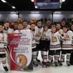 Pee-wee A: Équipe championne: Les Mariniers Riverains Rimouski, bannière commandite des Entreprises D'Auteuil et fils Inc