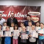 FJHM: Les joueurs avec leur certificat et médaille avec le personnel d'encadrement