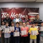 Location Sport E. St-Louis: Les joueurs avec leur certificat et médaille avec le personnel d'encadrement